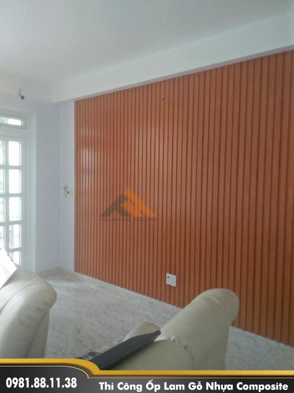 tấm nhựa ốp tường giá rẻ lam gỗ nhựa composite trong nhà