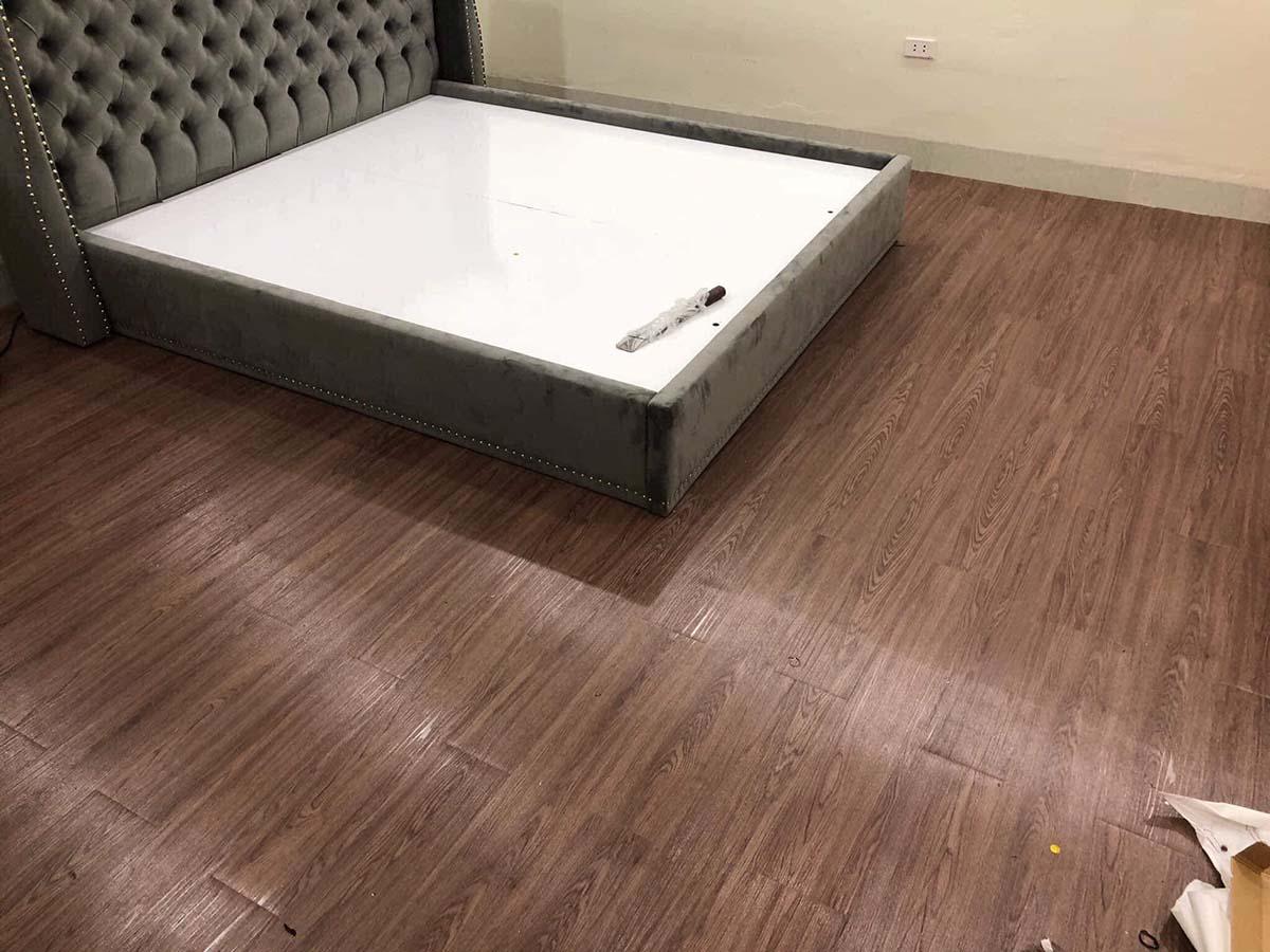 Miếng dán sàn giả gỗ - giá lót sàn giả gỗ tphcm